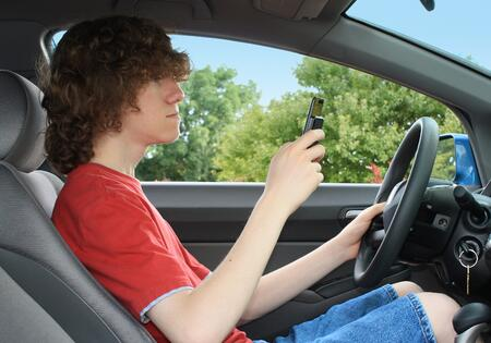 Teen texting and driving