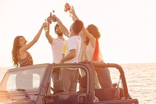 teens in jeep drinking